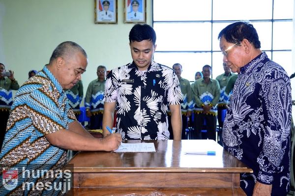 Pejabat Pemkab Mesuji Tanda Tangani Pakta Integritas